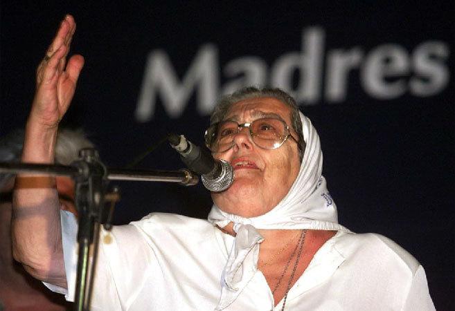La presidenta de las Madres de Plaza de Mayo, en la 'Marcha de la...