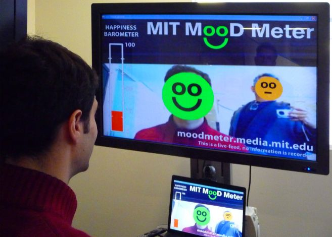 Javier Hernández muestra a INNOVADORES el funcionamiento del MIT MooD...