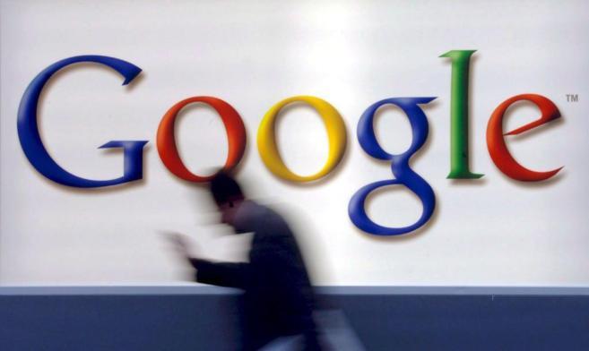 Logo de Google en la aofina de la compañía en Fráncfort, Alemania.