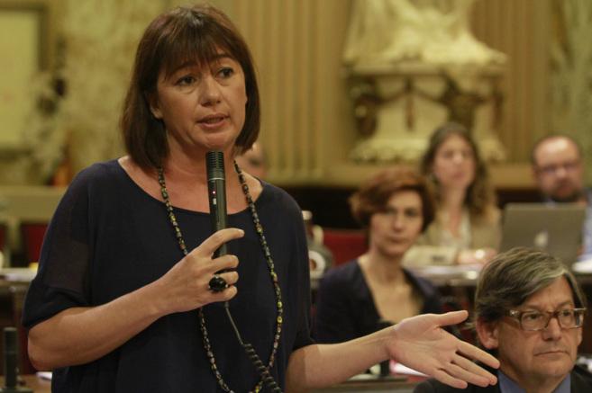 Francina Armengol durante una intervención en el Pleno del Parlament...