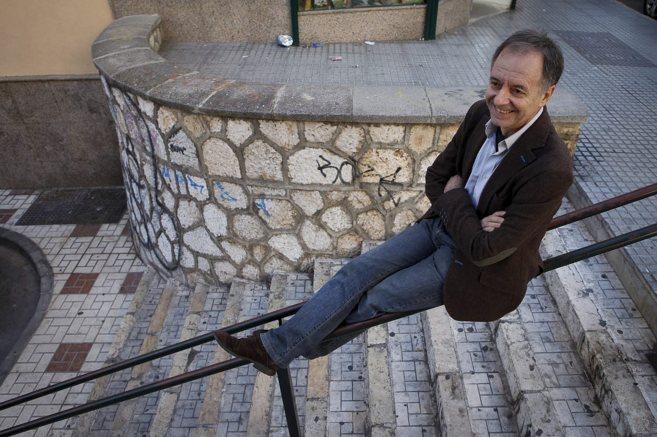 El escritor malagueño Antonio Soler posa para un reportaje en el...