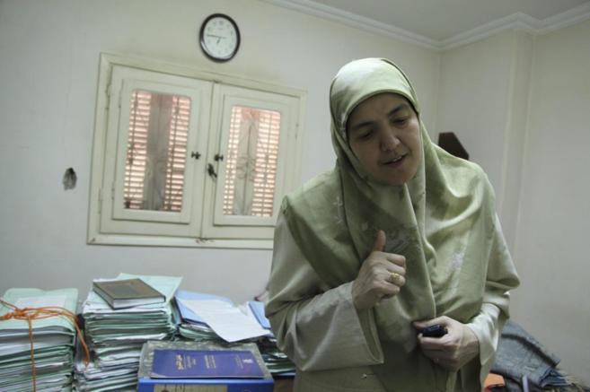 La nieta del fundador de los hermanos musulmanes, Wafaa Hefni, durante...