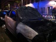 Vehículo incendiado la calle Sant Oleguer, tras la marcha en apoyo a...