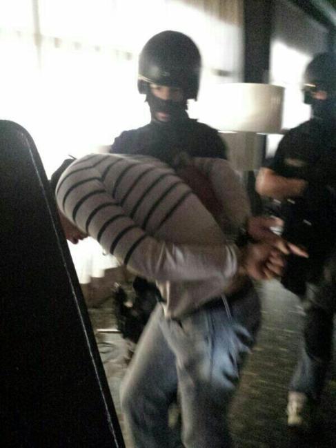 Agentes de la Policía, en el momento de la detención.