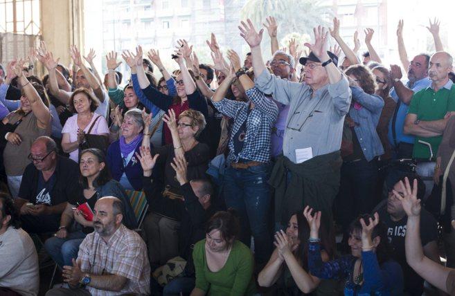 Cientos de asistentes en la asamblea de ayer de Podemos en Valencia.