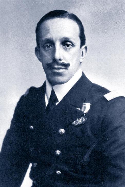 Alfonso XIII, abuelo de Juan Carlos I. Abdicó en favor de Juan de...