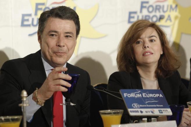 Ignacio González y Soraya Sáenz de Santamaría, en la conferencia.
