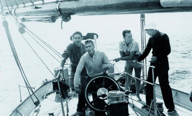 Don Juan Carlos, a la caña del Saltillo, barco con el que aprendió a...