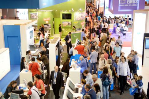 Imagen de pasillos abarrotados de visitantes en el Sima  2014.