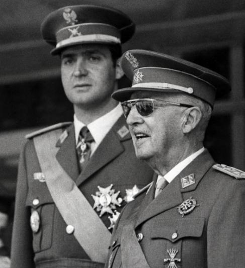 El entonces Príncipe Juan Carlos junto al General Franco.