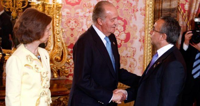 Don Juan Carlos y doña Sofía, con Alejandro Blanco.
