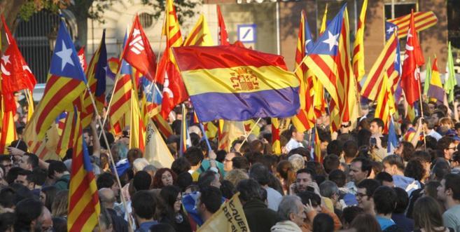 Manifestantes concentrados en Barcelona para pedir la República.