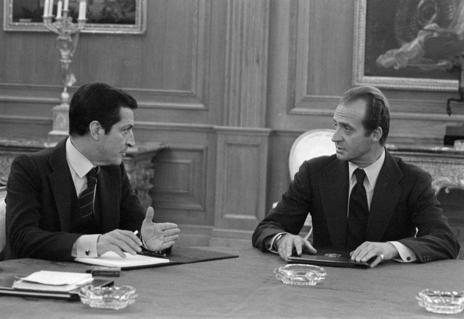 El Rey y Adolfo Suárez charlan en La Zarzuela tras el 23-F
