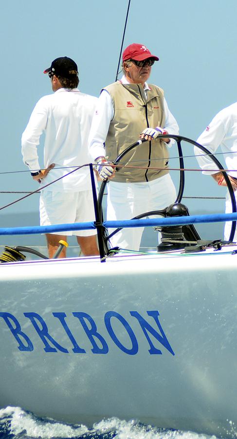 El Rey, al timón del 'Bribón', en julio de 2008.