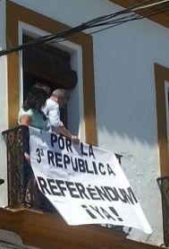Pancarta en el Ayuntamiento.