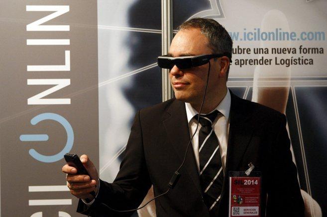 El profesor del ICIL, Carlos Hernández Barrueco, con las gafas de...