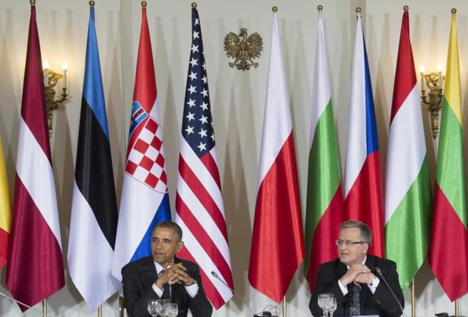 El presidente de EEUU, Barack Obama junto a su homólogo polaco,...
