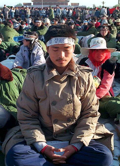 Un estudiante en huelga de hambre en 1989.