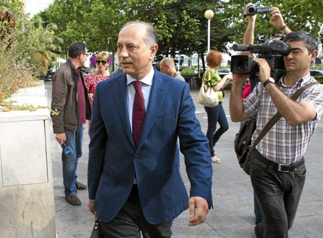 El ex presidente de Emarsa y ex alcalde de Manises, Enrique Crespo,...