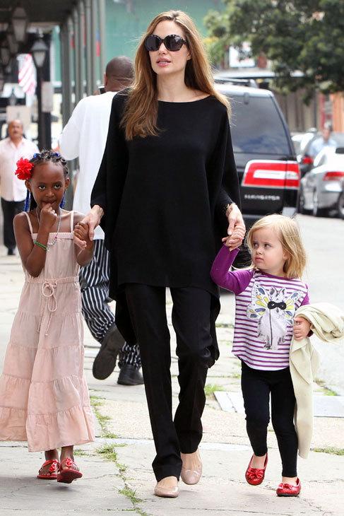 Fuera de la alfombra roja Angelina siempre apuesta por la comodidad, y...