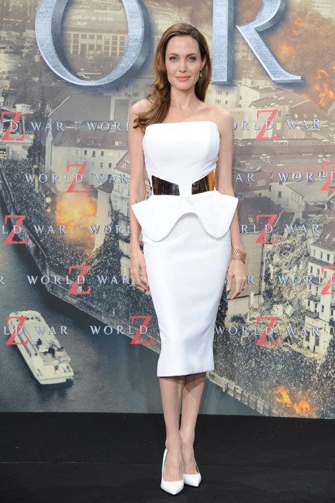 Angelina apuesta normalmente por 'total looks' en negro o en blanco, y...
