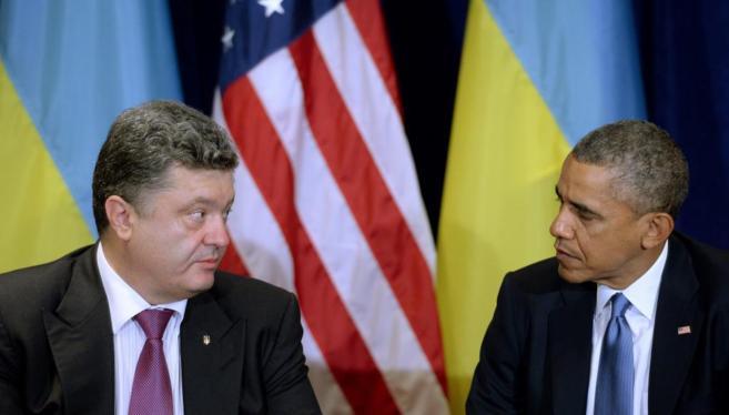 Obama (dcha.) y Poroshenko, durante su encuentro en Varsovia.