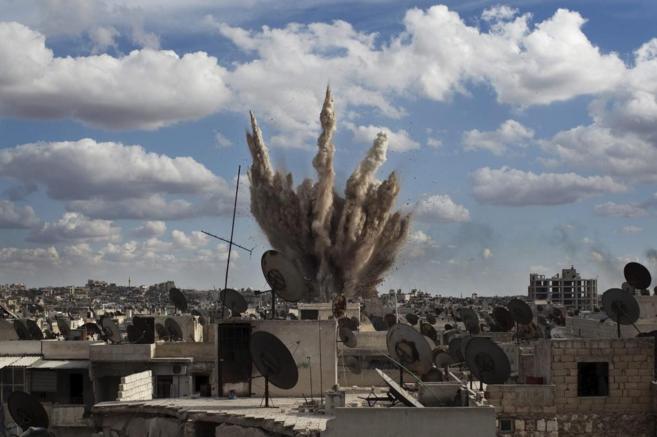Imagen de una gran explosión en la ciudad de Alepo.
