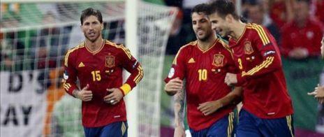 Piqué y Fábregas, en el partido ante Irlanda de la Eurocopa 2012.