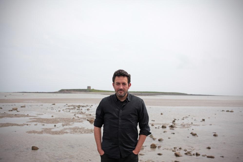 El escritor bilbaíno Mikel Santiago
