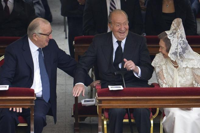 Los Reyes, Don Juan Carlos y Doña Sofía, junto a Alberto de...