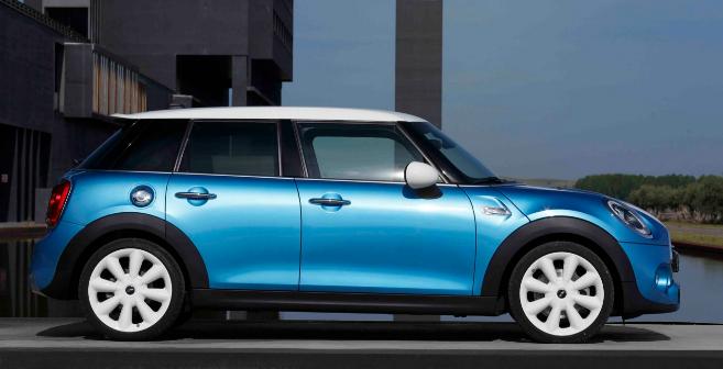 Puedes ver más imágenes del coche pinchando en la foto