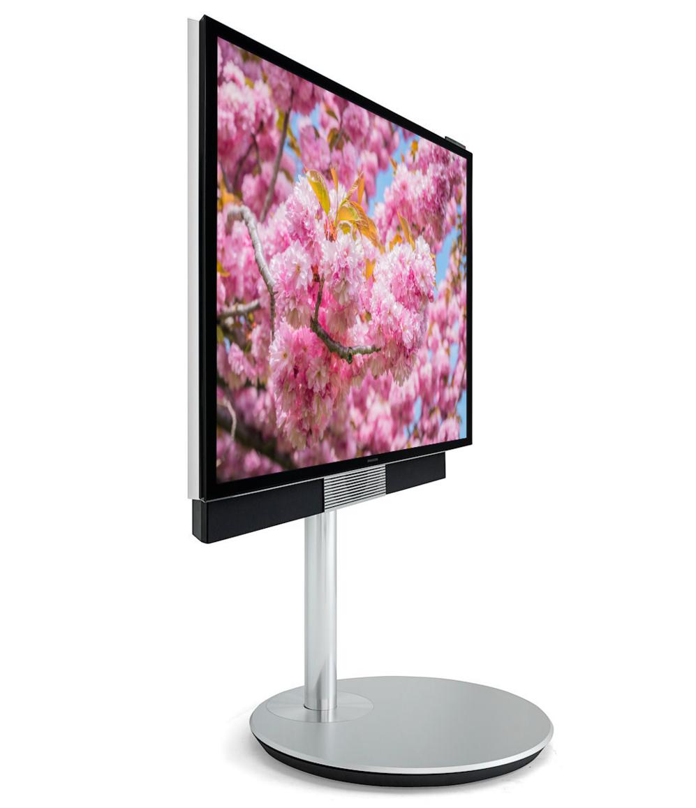 <STRONG>BEOVISION AVANT.</STRONG>  El nombre es un guiño a uno de los televisores más populares de los 90, creado por la marca danesa. Su base le permite pivotar 90 grados y esconde sus potentes altavoces. Es una pantalla 4K de 55 pulgadas acompañada de un mando completamente configurable. Precio: 7.000 euros. www.bangolufsen.com