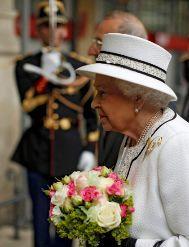 La reina, en la Gare du Nord.