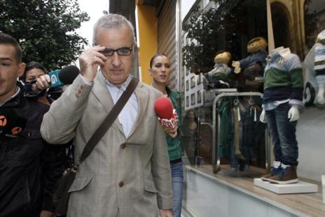 Alfonso Basterra, en septiembre de 2013 tras el registro del domicilio...