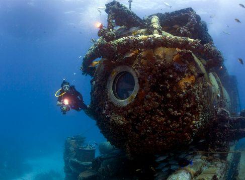 El laboratorio submarino 'Aquarius', de 13 m. de longitud,...