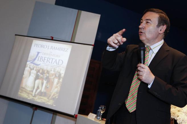 Pedro J. Ramírez, durante su intervención en el Ateneo.