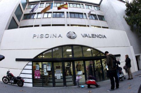 Fachada principal de la Piscina Valencia que gestiona Hosva.