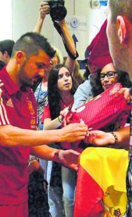 Villa firma a un aficionado.