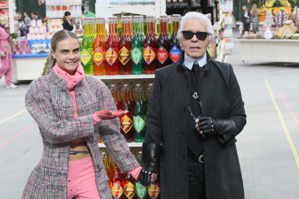 Cara Delevingne, la nueva favorita de Karl Lagerfeld, junto al...
