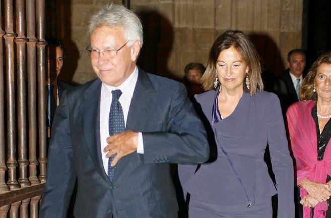 Carmen Romero, junto a Felipe González, en una imagen de archivo.