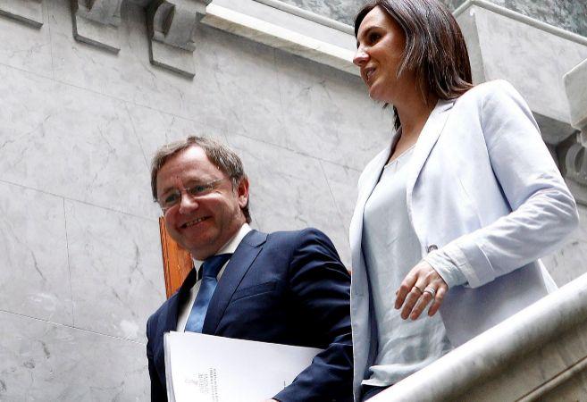 El conseller Moragues y la consellera Català, camino de su...