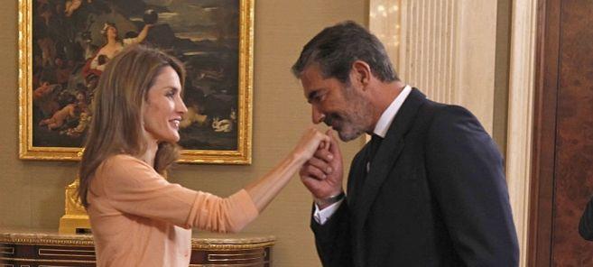 La princesa de Asturias saluda a Pedro López Quesada.