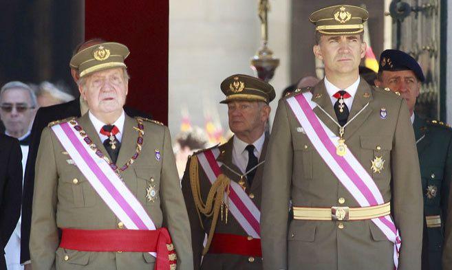 El rey y el principe Felipe durante la celebración del Capítulo de...