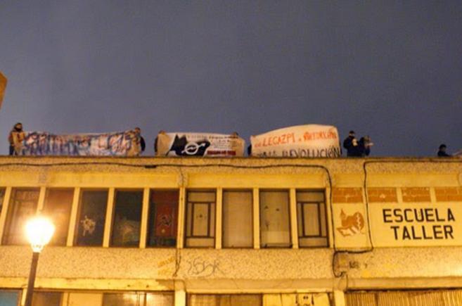 Protestas en la azotea del edificio 'Eskuela Taller' antes...