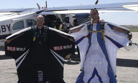 Darío Barrio con el traje para practicar 'wingfly'.