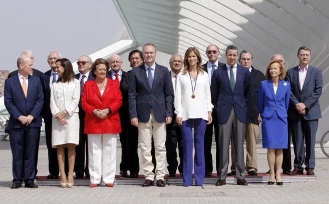 Alberto Fabra y Rita Barberá, en Valencia, con miembros de la...