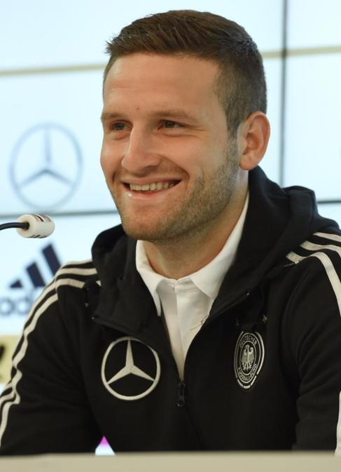 Shkodran Mustafi en una rueda de prensa con Alemania.
