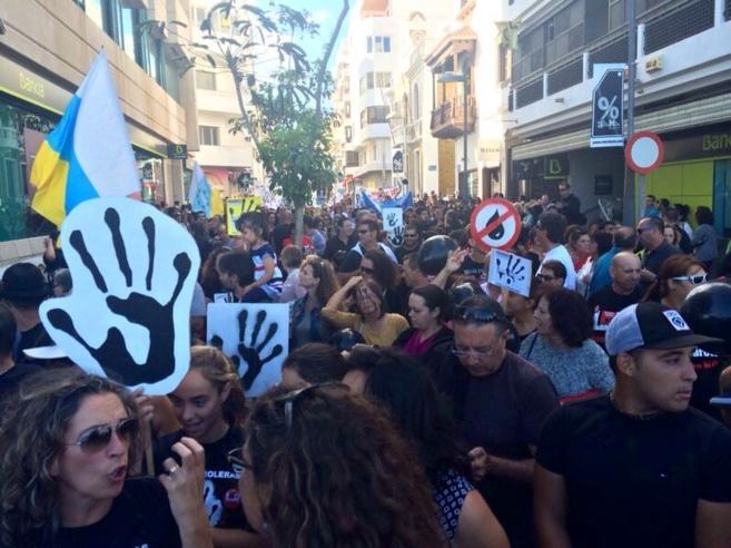 Pancartas contras las prospecciones en las calles de Arrecife.