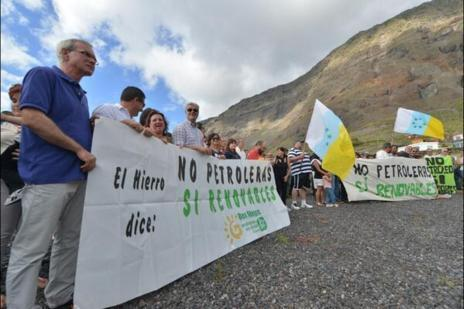 Manifestación en  El Hierro en contra de las prospecciones.