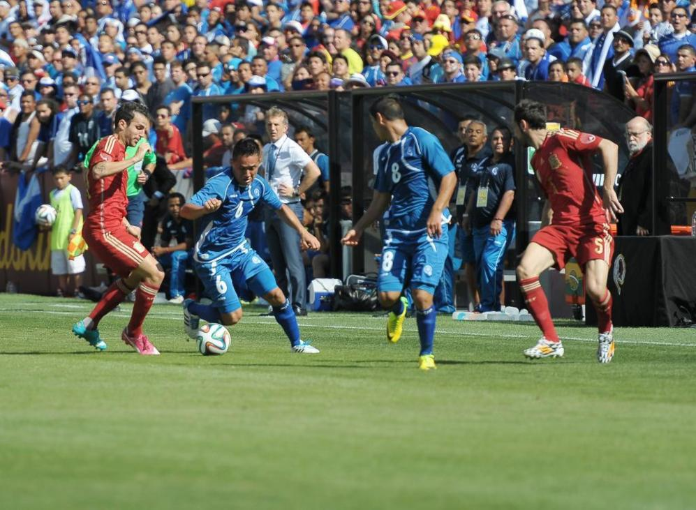 La selección de El Salvador apenas inquietó a Iker Casillas.